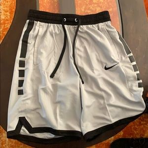 Men's Nike Eite Basketball Shorts Grey Black M